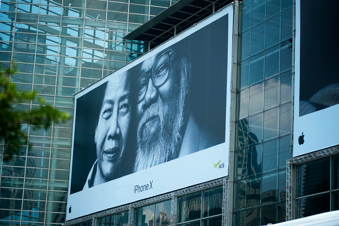 Emotions on a billboard advert by Apple