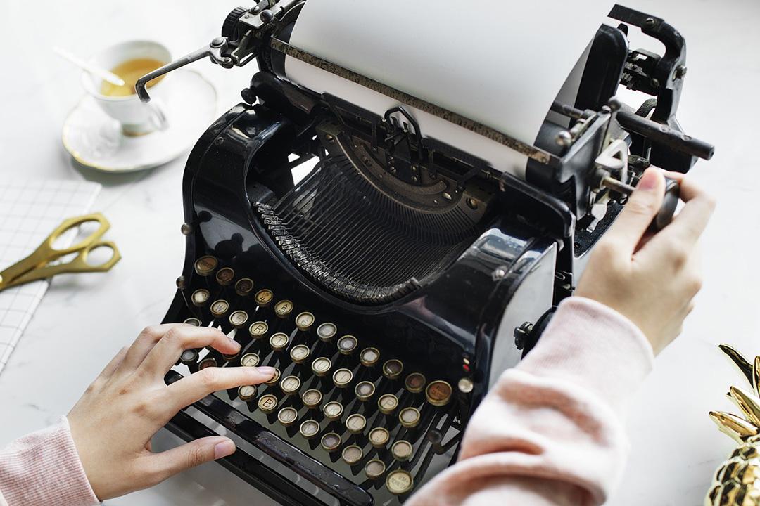 Women writing on a typewriter